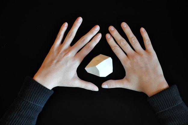 Mãos simulando gestos