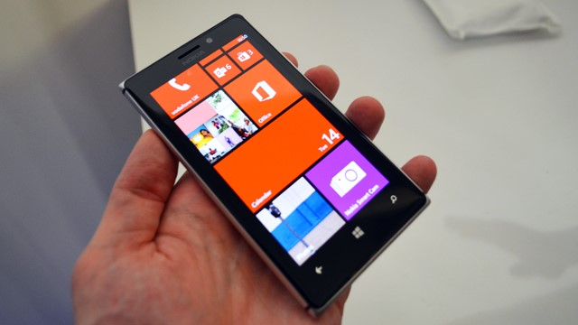 Nokia Lumia 925 com Windows Phone 8